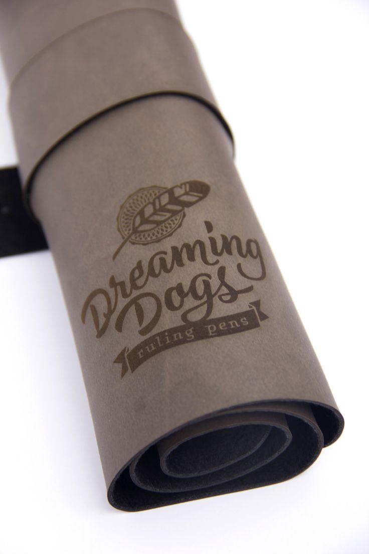 https://flic.kr/p/Ez3GCx |Estojo Fifo Dreaming Dogs. www.catarse.me/dreamingdogs www.facebook.com/dreamingdogs.rulingpens -------------------- #rulingpen #tiralinhas #tiralineas #calligraphy #caligrafia #ddrulingpens