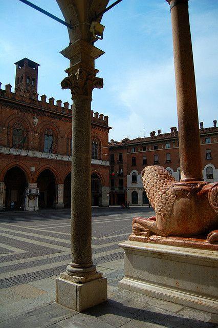 Vista del Palazzo del Comune dalla bertazzola del Duomo - Cremona, Italia