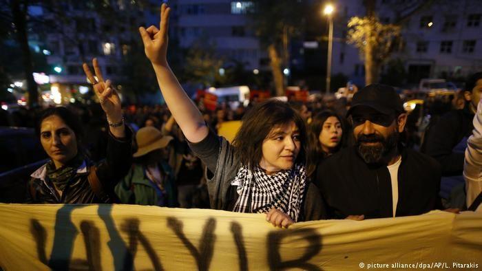 Türkei Proteste gegen Referendum in Istanbul (picture alliance/dpa/AP/L. Pitarakis)