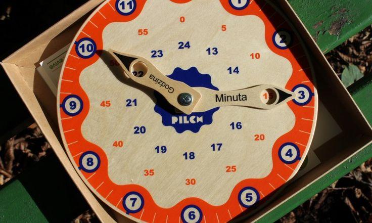 Najlepszy zegar do nauki czasu  z opisanymi wskazówkami i otworami w których można odczytać: godzinę popołudniową i minuty. Drewniany <3