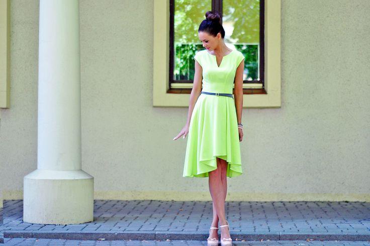 Asymetryczna sukienka z rękawkami i dekoltem w serek. Asymetric dress with sleeves and V-shape cleavage. http://www.bee.com.pl/e-sklep/