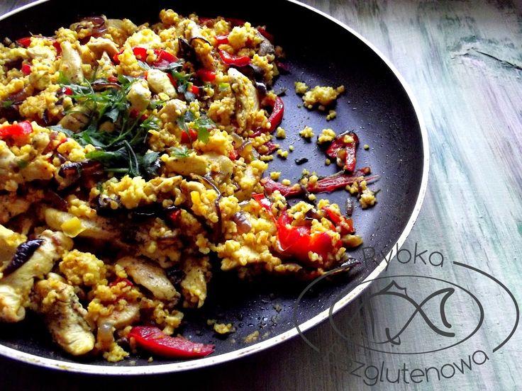 rybka bezglutenowa: Smażona kasza jaglana z kurczakiem i warzywami