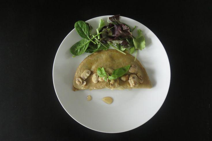 Een heerlijk glutenvrij en lactosevrij recept voor hartige boekweitpannenkoeken met champignons en geitenkaas.