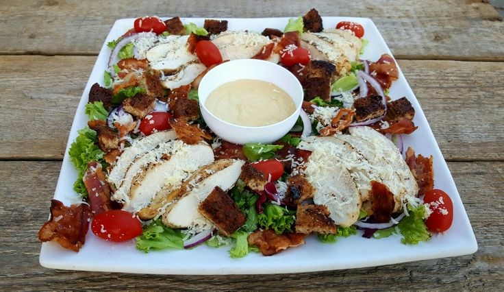 INNLEGGET INNEHOLDER PRODUKTPLASSERING Cæsarsalat er en yndet salat over hele verden både til hj...
