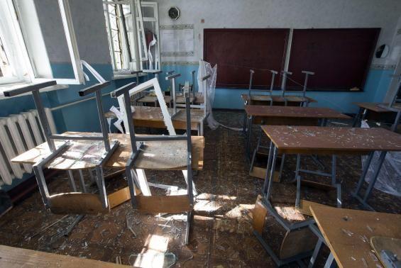 यूक्रेन के दोनेत्स्क में स्कूल खुलने के पहले दिन ही दस मरे