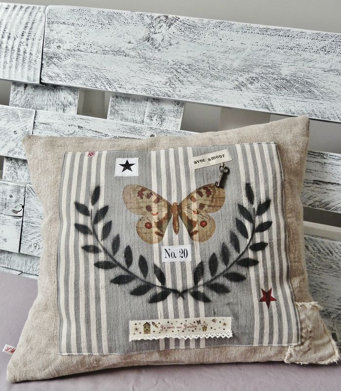 Cute Pillow Sewing Patterns : cute pillow in an antique grain sac style CREATIVE W/ SACKS Pinterest Pillows, Burlap and ...