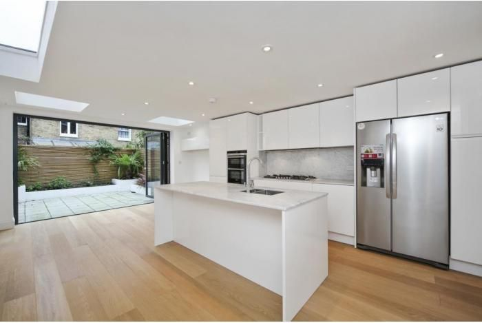 House For Sale on Bramfield Road, Battersea, London, SW11 (BAT140302) - Marsh & Parsons