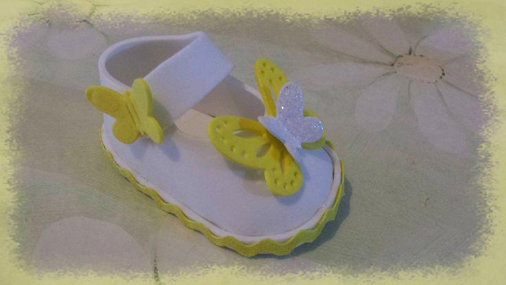 scarpina in gomma crepla, ideale come bomboniera per battesimo o nascita