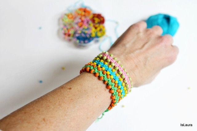 Braccialetti con perline lavorati all'uncinetto – Is laura