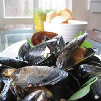 Thai Steamed Mussels: Mussels Recipes, Foodies Pics, Mussels Food, Thai Steam, Thai Mussels, Coconut Milk, Steam Mussels, Favorite Recipes, Seafood Fish