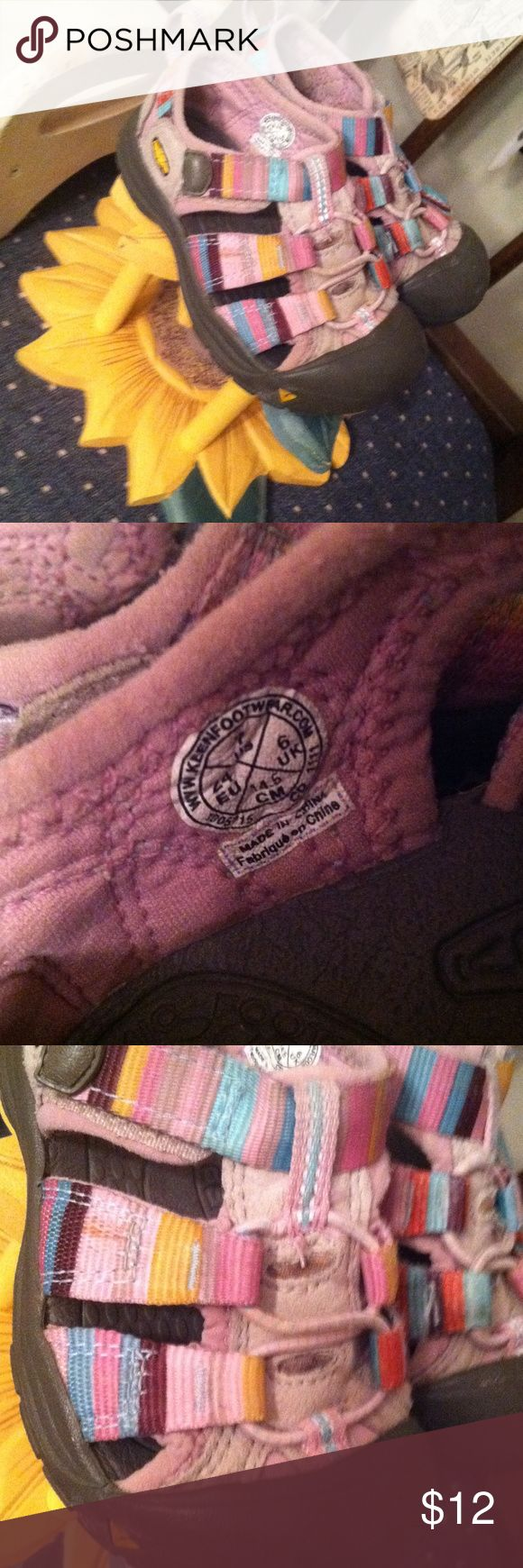 Keen sz 7 Toddler girl water shoes. Great shoes fantastic price Keen Shoes Water Shoes