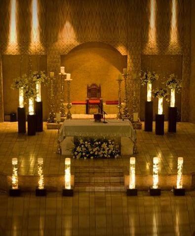 centros de mesa para boda arreglos florales con luz para decorar la iglesia de la