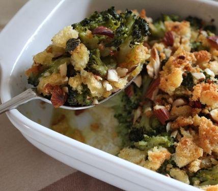 Broccoli al forno con pane al peperoncino
