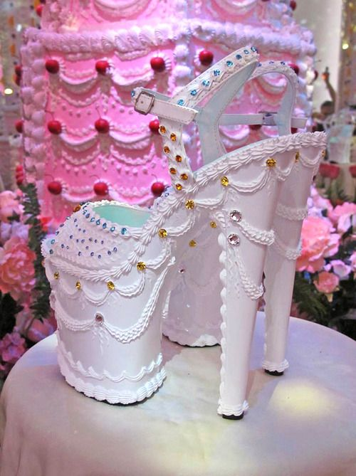 Shoe cake - For all your cake decorating supplies, please visit craftcompany.co.uk