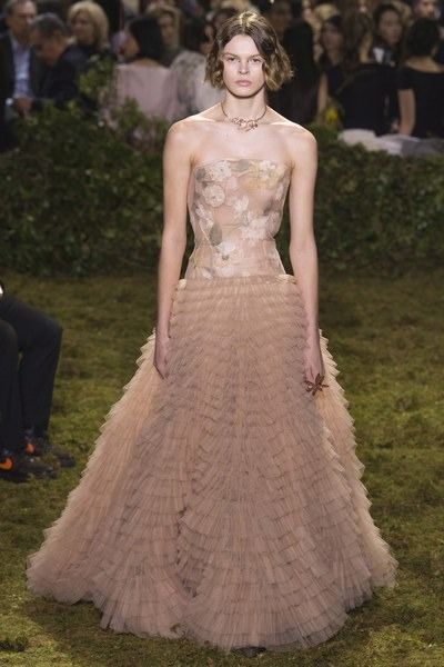 View the full Christian Dior Spring 2017 couture collection.