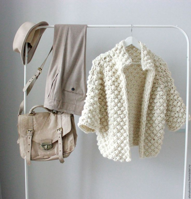 White cropped coat in knit