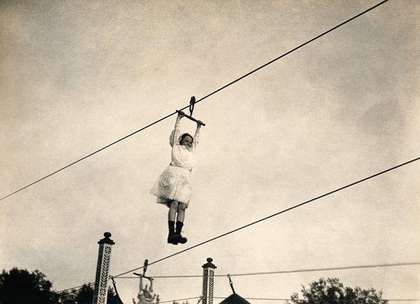 Artist Artist-Berlin, Lunapark, enfant accroché au câble