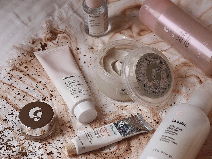 Glossier: The Highs and the Lows of the cult beauty brand, Glossier Review, Glossier Haul, Glossier Boy Brow, Glossier Solution Review, Glossier Stretch Concealer, Glossier Wowder Glossier face masks, Glossier Super Pure Serum, Glossier cloud paint review, Glossier skin care