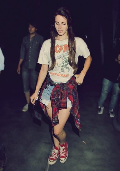 Lana del Rey. Definitely my kinda girl. Lyrics style and no apologies.
