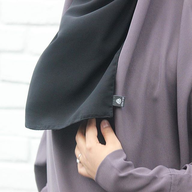 ⚪️LUUL One Piece JIlbab & Half niqaab #ahmedtailor  available in other colours. . .#london #ahmeddesign  #jilbab #hijabsolo #muslim #sunnastyle #women #muslimahfashion #muslimah #france #eu #canada #Sweden #Norway #Netherlands #Germany #Switzerland #Denmark #Belgium #Ireland #islamicclothing #style #niqab #niqabi #modest #khimar #UK