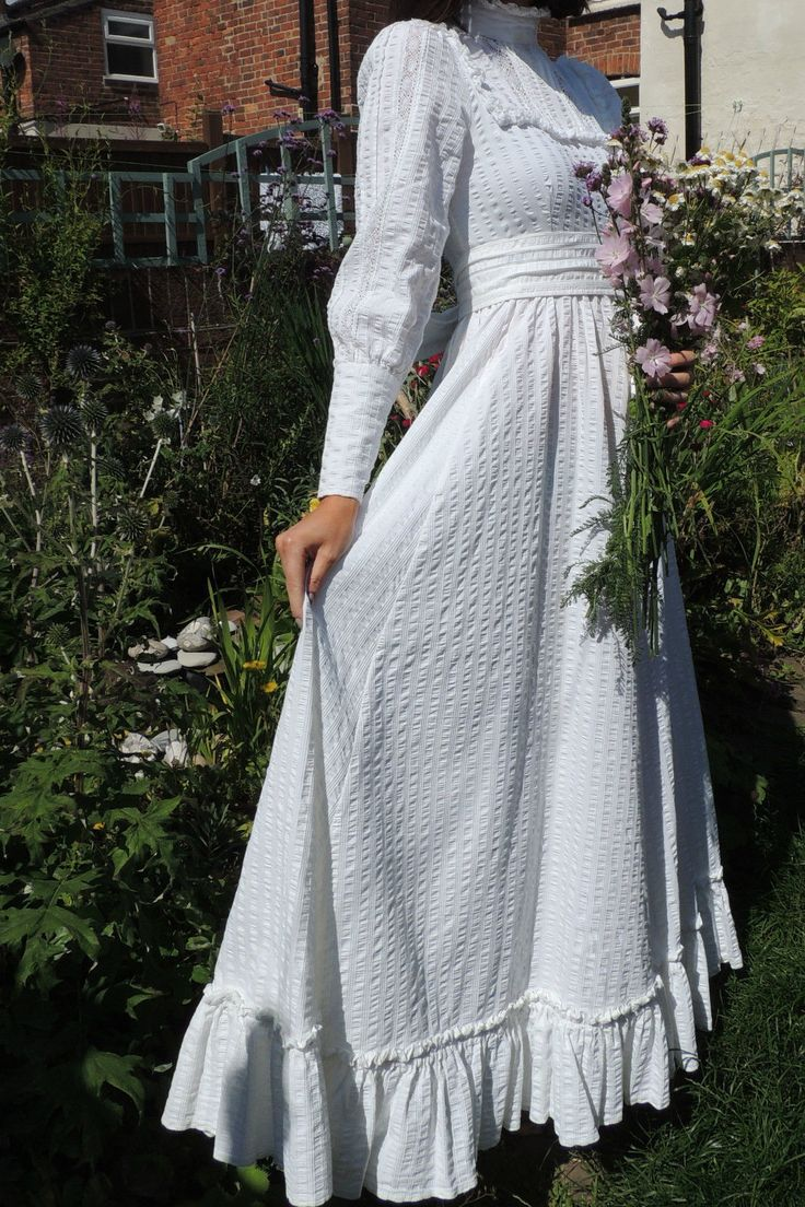 17 best images about vintage laura ashley on pinterest romantic vintage wedding dresses and. Black Bedroom Furniture Sets. Home Design Ideas