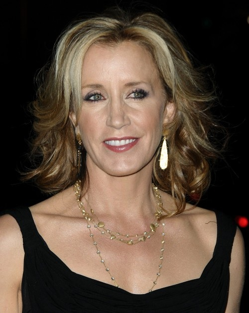Felicity Huffman takes a classic short long hairstyle and makes it full and bouncy with waves and gorgeous highlights that are lighter around the face.