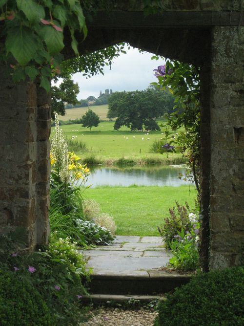 Broughton Castle, Banbury, England - if this does not beckon the soul.....I do not know what could.