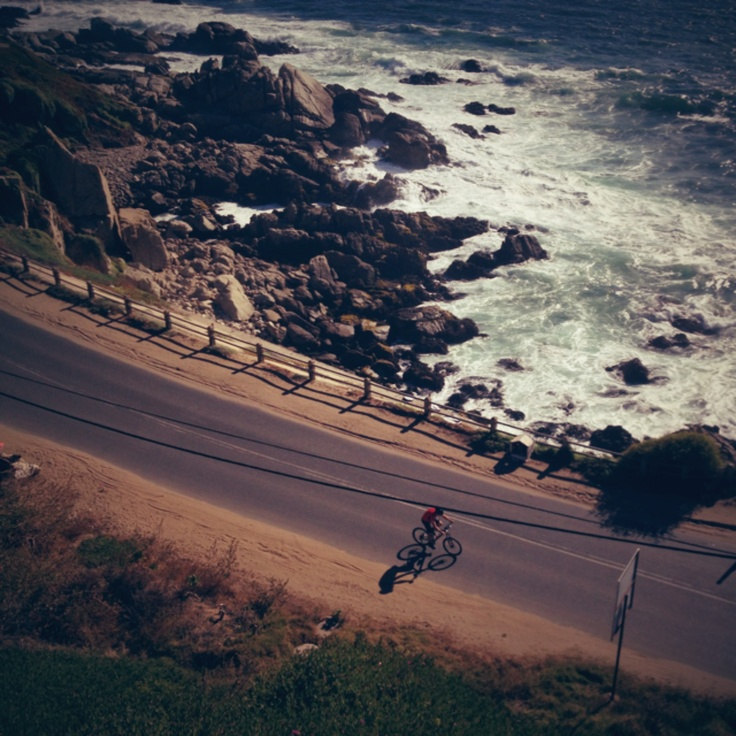 Cyclist on the road from Viña del Mar to Concon, Chile