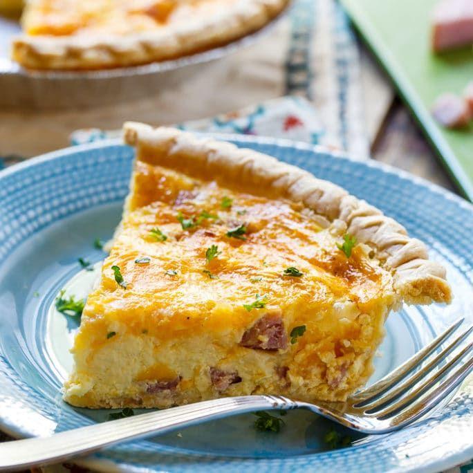 Easy Ham and Cheese Quiche via @FMSCLiving