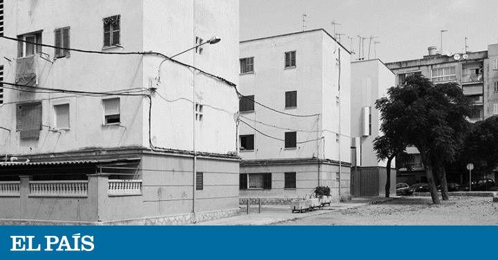 Cuántas Coreas hay en el mundo? León Toledo Huesca Palencia Gandía Palma o Coruña tienen barrios llamados Corea. El fotógrafo Alejandro S. Garrido documenta el presente de un territorio periférico que sigue siendo un enigma