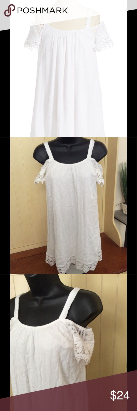 """🆕 White Cold Shoulder Top Gorgeous lined cold shoulder dress. NWT and in excellent condition. Straps have two buttons to make tighter or looser. Can be worn as girls dress or as a woman's size small Top. 17"""" from armpit to armpit and 28"""" long. Band of Gypsies Dresses"""