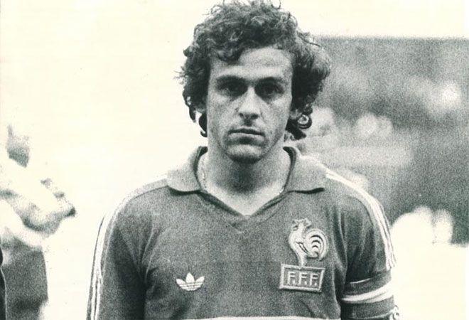 Michel Platini con la camiseta de Francia