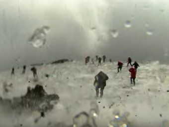 Мои новости: Извергающийся вулкан Этна чуть не убил журналистов BBC(видео).