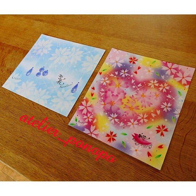 【atelier_ponopo】さんのInstagramをピンしています。 《【🌸フラワーパステリア書 講座🌸】 ・ フラワーパステリア書のポインセチアと桜を開講しました😆✨ ・ 描いてくださったのは、私の筆文字の先生と筆文字アーティストさんのお二人です😉💕 ・ お互いに見合っこしながら、「ほぉ〜、そこはそう描くのね〜😏✨」とチェックしておられました✨ ・ 細かいところも丁寧に頑張って描いてくださりました😌 とっても素敵な作品の完成です♪ ・ 「家に飾るわね〜♡」と言ってくださいました😆💕 嬉しいな〜♪♪ ・ とっても長い時間お疲れ様でした😍 ・ #パステルアート #桜 #🌸 #ポインセチア #フラワーパステリア書 #パステリア書 #かわいい #綺麗 #インテリア #絵 #兵庫県 #三木市 #加古川 #習い事 #筆文字 #趣味 #主婦 #保育士 #子連れ #クリスマス #楽しい #キラキラ #癒やし #手描き》