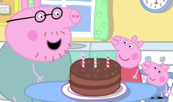 Arvatkaapa, mikä päivä tänään on? Synttärit toki, mutta onko päivänsankarina Pipsa Possu itse vaiko kenties isä? Kakkua saa varmasti syödä jokainen.