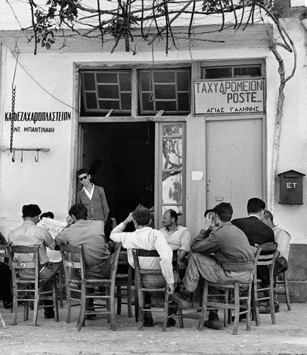 kARTson: 2 υπέροχες ασπρόμαυρες φωτογραφίες από καφενεία στην Ελλάδα του χθες.