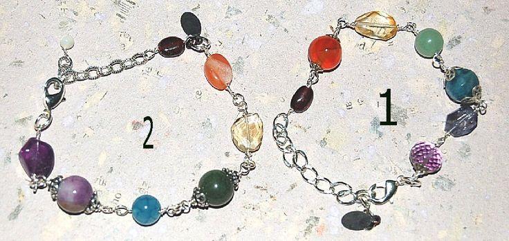 Chakra armband http://www.designverkstad.se/smyckeshoppen/armband/chakra-armband-valj-mellan-2-olika Lila -Kronchakrat  Ametist - Det tredje ögat  Blå - Strupchakrat  Grön - Hjärtchakrat  Gul - Solar plexus chakrat  Orange - Sakralchakrat  Röd - Rotchakrat