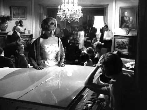 El Angel Exterminador (Luis Buñuel - 1962) O servizo desaparece con diversas escusas, pero os invitados a esta cea nunha mansión da alta burguesía non son quen de sair da casa e co paso dos días van perdendo as boas maneiras.