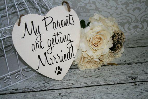Mes Parents reçoivent mariée Save the Date signe coeur signes photographie les accessoires Enagement photos mariage chien anneau porteur Flower Girl