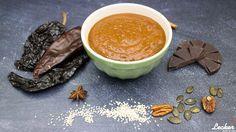 Rezept für Mole Pablano Sauce aus der mexikanischen Küche kann aus bis zu 75 unterschiedlichen Zutaten bestehen.