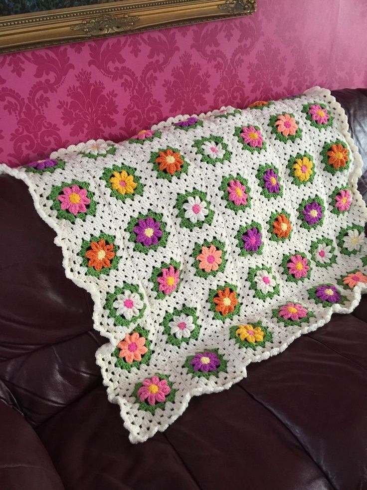 Beautifully Made Granny Square Blanket With Daisy In  Cream / Rainbow