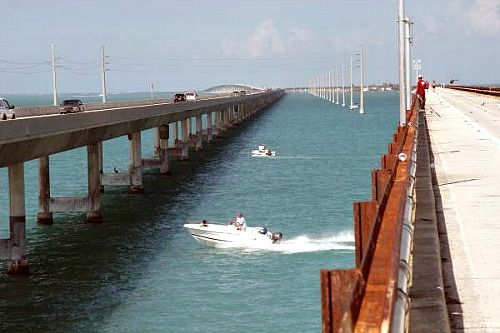Florida keys boating off marathon at the 7 mile bridge for Florida keys bridge fishing