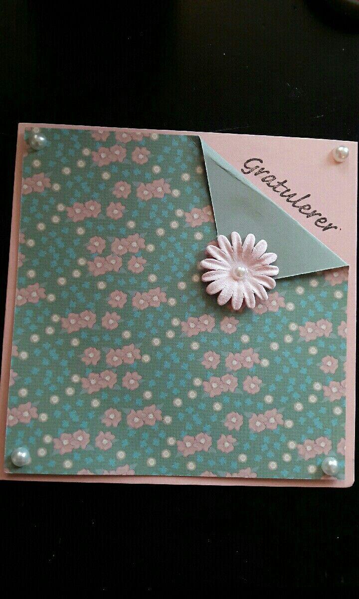 Bursdagskort med blomstermønster