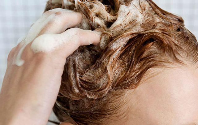 Trockene Kopfhaut und Schuppen