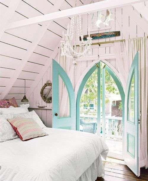 Arredare la camera da letto con i colori pastello - Porta finestra verde menta