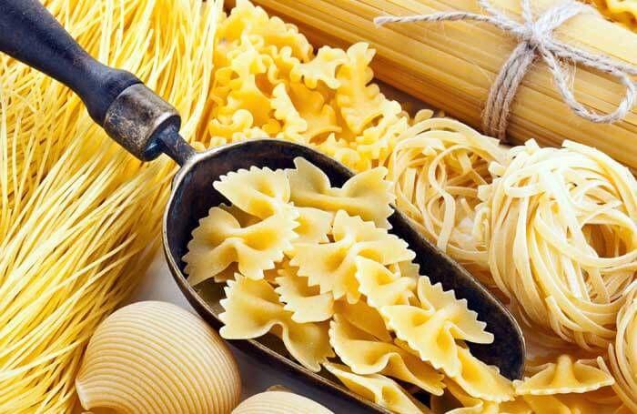 Какие способы приготовления макарон лучше? Варим макароны в микроволновке, в пароварке, в мультиварке и на плите. Макароны – одно из самых простых и вкусных блюд. Макароны очень питательны, поэтому даже без мясных продуктов можно приготовить из них полноценный обед или ужин, а если проявить фантазию, то количество блюд из макарон невозможно сосчитать. В среднем, макароны