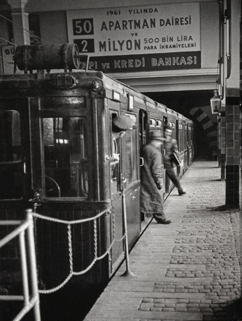 Stepping off the train, Istanbul, Turkey, 1956, photograph by Ara Güler.