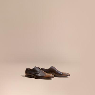 Chaussures de style derby en cuir avec perforations et ombré | Burberry