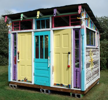 Charmant Cubby House From Recycled Bits And Pieces