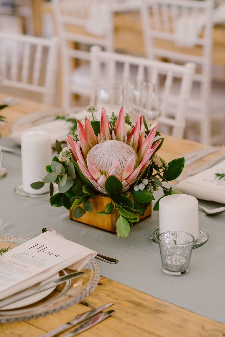King Protea Centerpiece | Image: Lad & Lass Photography
